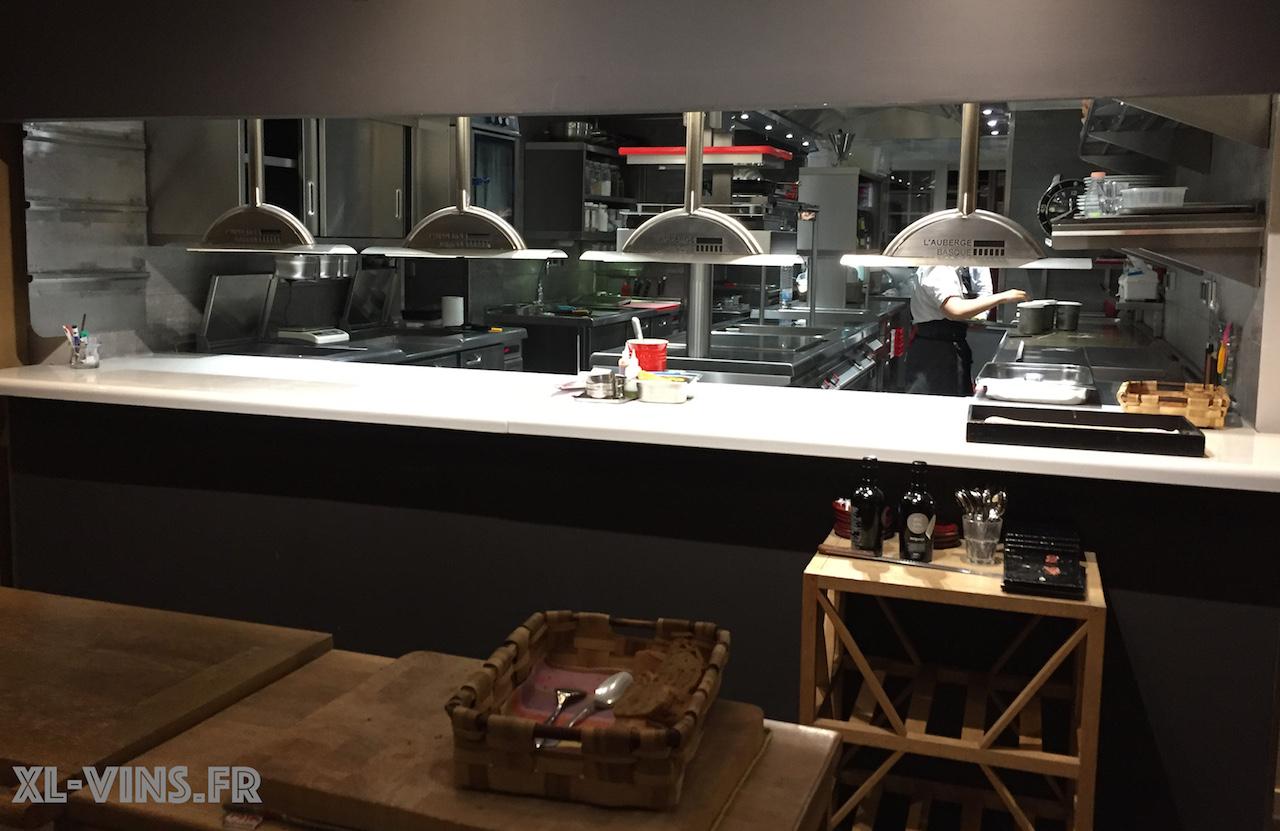 La cuisine ouverte de L' Auberge Basque