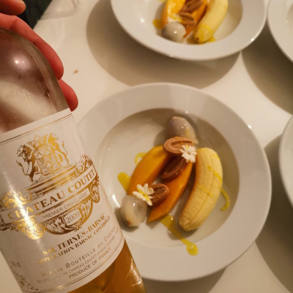Très belle photo de Kevin Laine avec Château Coutet avec une assiette de fruits