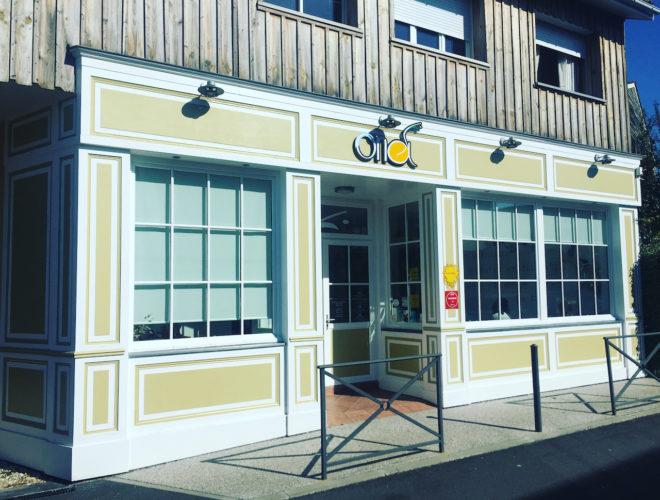 Restaurant ona facade